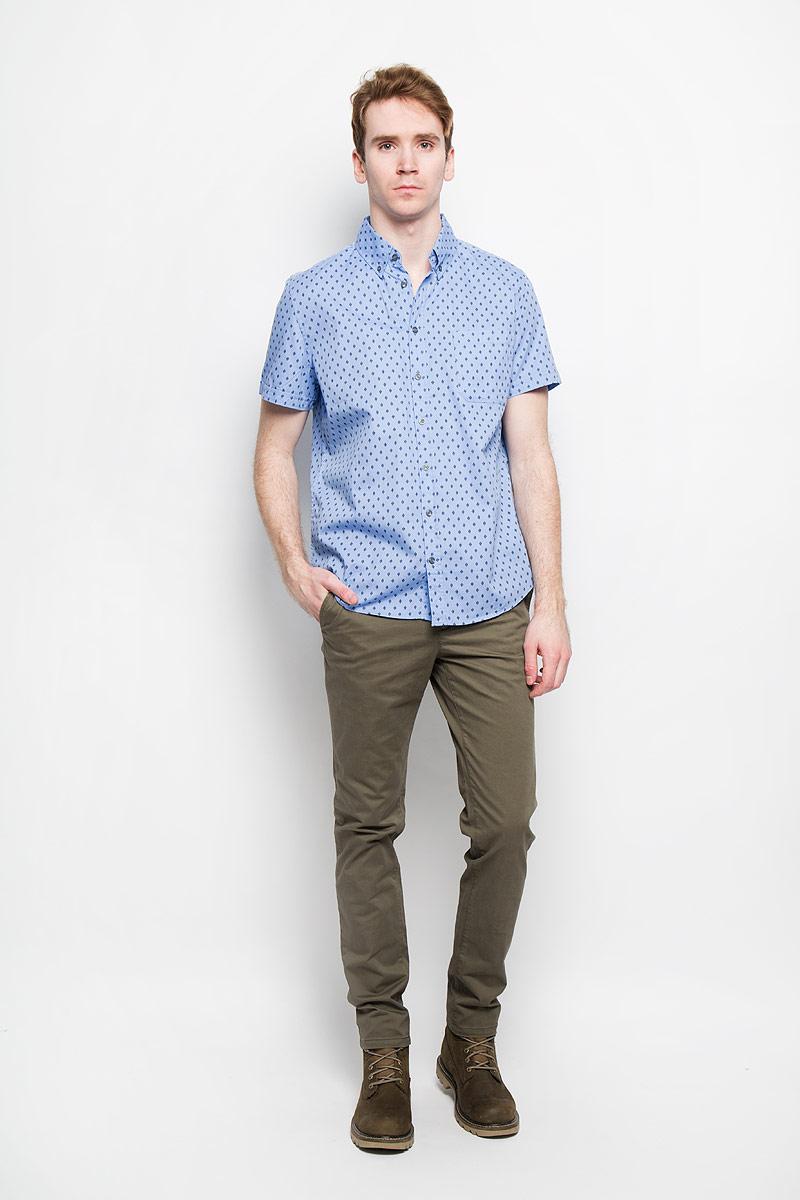Рубашка мужская Sela, цвет: голубой. Hs-212/672-6123. Размер 40 (46)Hs-212/672-6123Стильная мужская рубашка Sela, выполненная из 100% хлопка, подчеркнет ваш уникальный стиль и поможет создать оригинальный образ.Рубашка с короткими рукавами и отложным воротником застегивается на пуговицы спереди. Модель украшена оригинальным принтом в мелкий ромб и дополнена накладным нагрудным карманом. Такая рубашка будет дарить вам комфорт в течение всего дня и послужит замечательным дополнением к вашему гардеробу.