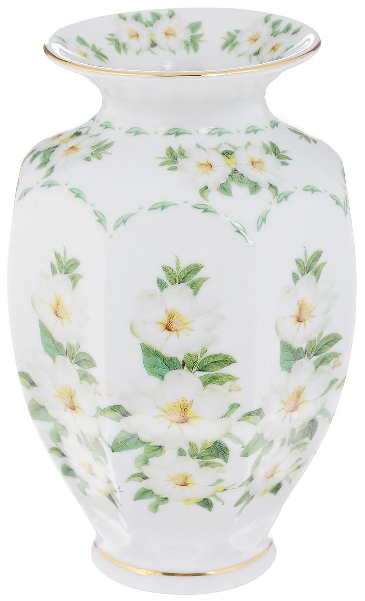 Ваза Elan Gallery Шиповник, высота 20 см503938Декоративная ваза Elan Gallery Шиповник украсит ваш интерьер и будет прекрасным подарком для ваших близких! Она подойдет для небольших букетиков цветов или сухоцветов. Изделие выполнено из высококачественного фарфора и украшено ярким рисунком. Оригинальный дизайн наполнит ваш дом праздничным настроением. Такая ваза станет желанным подарком для ваших близких!Диаметр вазы по верхнему краю: 12 см.Диаметр дна: 12 см.Высота вазы: 20 см.