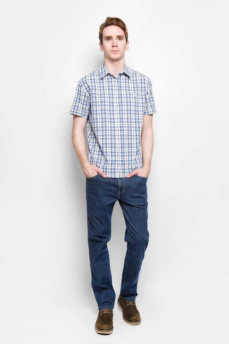 Рубашка мужская Wrangler, цвет: синий, белый. W58914MAA. Размер M (46)W58914MAAСтильная мужская рубашка Wrangler, выполненная из 100% хлопка, подчеркнет ваш уникальный стиль и поможет создать оригинальный образ.Рубашка с короткими рукавами и отложным воротником застегивается на пуговицы спереди. Модель украшена актуальным принтом в клетку и дополнена накладным нагрудным карманом на пуговице. Такая рубашка будет дарить вам комфорт в течение всего дня и послужит замечательным дополнением к вашему гардеробу.
