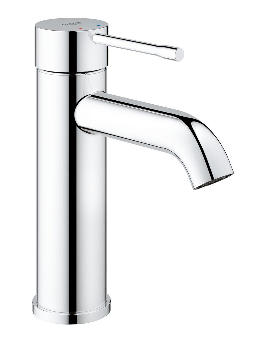 """Если вы мечтаете создать ванную вашей мечты посмотрите на однорычажный  смеситель для раковины со стандартным изливом Grohe """"Essence+"""". Его  стройный цилиндрический корпус и элегантный излив создадут идеальный образ  для  вашей ванной комнаты. Этот стильный моноблочный смеситель буквально  наполнен  технологиями GROHE. Керамический картридж с технологией SilkMove  обеспечивает идеальный контроль за расходом и температурой воды, благодаря  ему  смеситель будет хорошим дополнением для семейных ванных комнат.  Многослойное, устойчивое к царапинам хромовое покрытие StarLight сохранит  свой блеск на долгие годы. Монтаж на одно отверстие осуществляется очень  быстро  с инновационной системой QuickFix Plus."""
