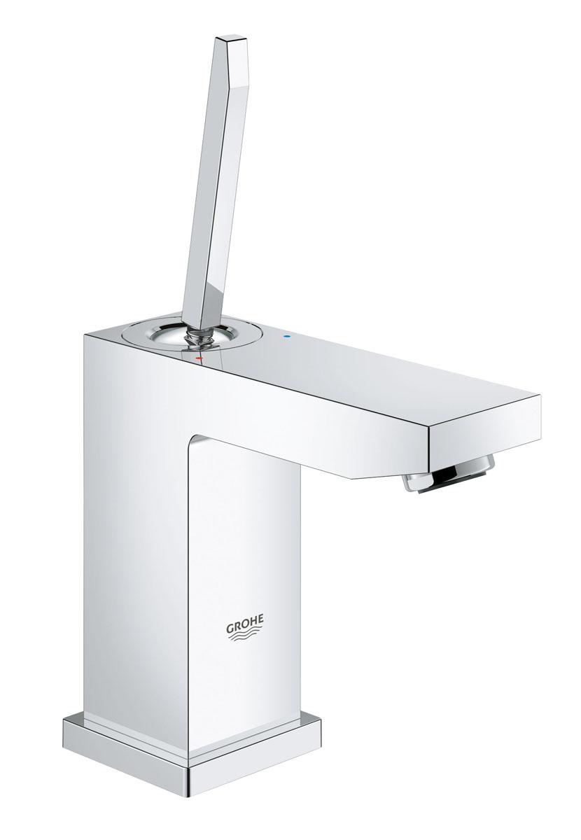 Смеситель для раковины Grohe Eurocube Joy, с низким изливом23656000Стильный однорычажный смеситель для раковины Grohe Eurocube Joy идеально подойдет для тех, кто любит сдержанный и современный дизайн ванной комнаты. Этот смеситель также содержит в себе уникальные технологии Grohe. Многослойное, устойчивое к царапинам хромовое покрытие StarLight® сохранит свой блеск на долгие годы. Новая технология FeatherControl для картриджей смесителей с джойстиком создает плавную и без усилий возможность управления рычагом. Это означает, что вы можете точно контролировать расход и температуру воды только легким касанием вашего пальца! Монтаж осуществляется очень быстро с инновационной системой QuickFix® Plus, которая сокращает время монтажа до 50%. Этот впечатляющий смеситель прекрасно дополняет другие продукты в коллекции и будет идеальным решением для современных ванных комнат.