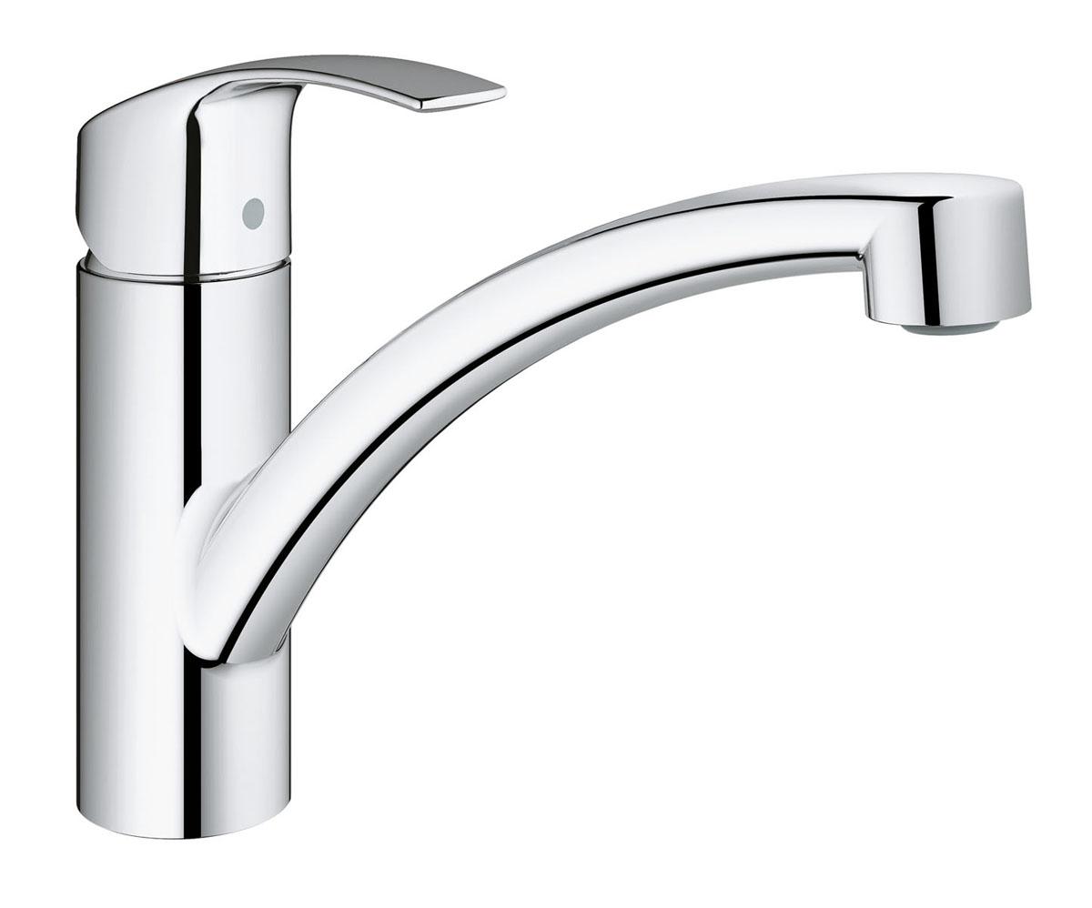 Смеситель для кухни Grohe Eurosmart New, с низким изливом и ограничением расхода воды3328120EСмеситель для кухни Grohe Eurosmart New имеет хромированное покрытие StarLight, которое придает ему эффектный блеск и неприхотливость в уходе. В числе его функциональных преимуществ также стоит упомянуть технологию EcoJoy, ограничивающую расход воды до 5,7 литра в минуту даже при максимальном напоре. Плавность и легкость регулировки температуры и напора воды обеспечивает картридж с технологией SilkMove. Система раздельных внутренних протоков предохраняет питьевую воду от загрязнения. Излив вращается в радиусе 140°, обеспечивая необходимую свободу действий и при этом не задевая окружающих стен и шкафов, что особенно актуально для кухонь небольшой площади. Встроенный ограничитель температуры и эргономичный рычаг завершают собой идеальный набор достоинств данного смесителя.