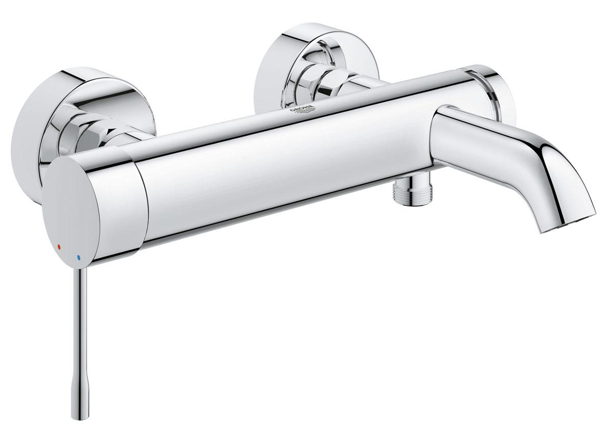 """Смеситель для ванны """"Grohe"""" привлекает к себе внимание цилиндрическими  формами,  сияющим хромированным покрытием StarLight и элегантным дизайном,  который никогда не устареет. Одновременно с этим данный однорычажный  смеситель отличается высоким уровнем функциональности - например,  чрезвычайно плавным ходом рычага, позволяющим с легкостью регулировать  напор и температуру воды. Автоматический переключатель позволяет  перенаправлять струю воды между выпусками для ванны и душа, а обратный  клапан предотвращает попадание сточной воды в систему водоснабжения. Этот  стильный смеситель настенного монтажа придаст обновленную эффектность  интерьеру вашей ванной комнаты."""