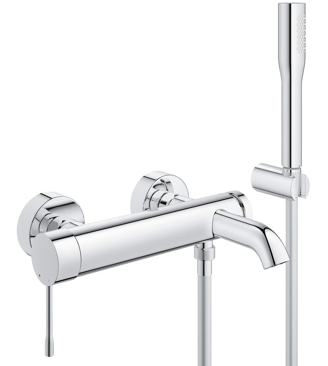 """Смеситель для ванны """"Grohe"""" в комплекте с  душевым гарнитуром сочетает в себе привлекательный дизайн со множеством  функциональных преимуществ. Благодаря элегантным цилиндрическим формам и  сияющему хромированному покрытию StarLight, этот однорычажный  смеситель отличается эффектным внешним видом и одновременно с этим может  похвастаться высоким уровнем функциональности. Технология SilkMove  обеспечивает ему легкость в управлении. Встроенный переключатель позволяет  плавно перенаправлять струю воды между выпусками для ванны и душа. В  комплект  данного смесителя настенного монтажа также входит настенное крепление для  ручного душа Tempesta 100 Cosmopolitan, ручной душ Euphoria Cosmopolitan Stick с  расходом воды не более 9,5 литров в  минуту и душевой шланг Silverflex длиной 1500 мм с защитой от  перекручивания TwistFree."""