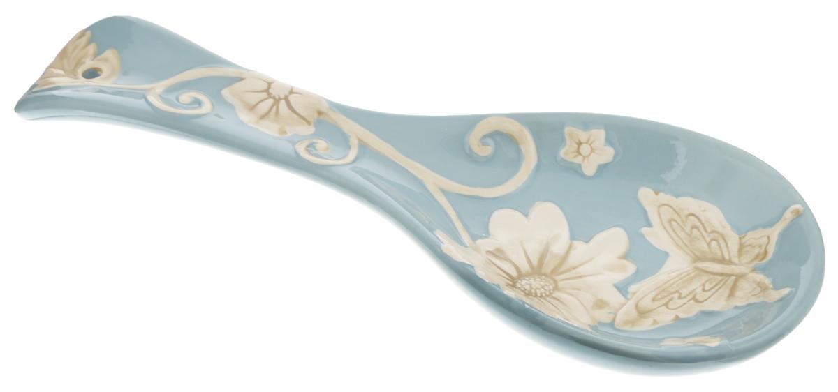 Подставка под ложку Loraine Розы, цвет: голубой, молочный, длина 24,7 см22448Подставка под ложку Loraine Розы, изготовленная извысококачественного доломита, сочетает в себеизысканный дизайн с максимальной функциональностью. Подставка под ложку - очень удобный и полезныйаксессуар на вашей кухне. Онапоможет поддерживать чистоту на столе во времяприготовления пищи, теперь есть кудаположить ложку, которой вы помешиваете блюда.Подставка под ложку украсит кухонный стол, а такжестанет замечательнымподарком для ваших друзей и близких.Можно использовать в микроволновой печи и мыть в посудомоечной машине.
