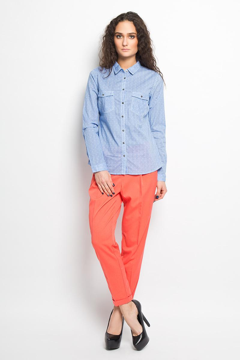 Блузка Sela, цвет: небесно-голубой. B-112/712-6173. Размер 48B-112/712-6173Стильная блузка Sela выполнена из приятного на ощупь хлопка и оформлена принтом полоски. Модель приталенного кроя с отложным воротником и длинными рукавами застёгивается на пуговицы по всей длине изделия. Манжеты также застегиваются на пуговицы. На груди блузка дополнена двумя накладными карманами с клапанами на пуговицах.Модная блузка займет достойное место в вашем гардеробе.