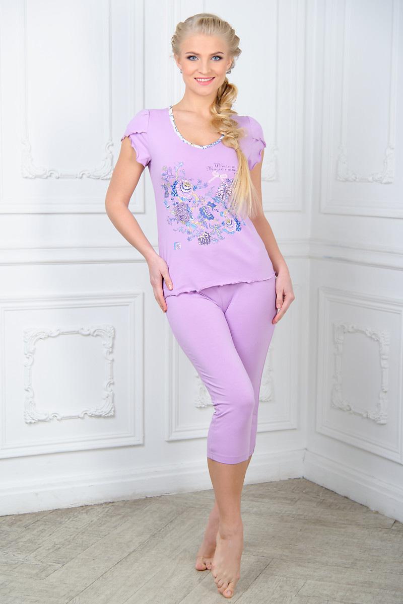 Пижама женская Mia Cara: футболка, бриджи, цвет: сиреневый. AW15-UAT-LST-656. Размер 50/52AW15-UAT-LST-656Женская пижама Mia Cara, состоящая из футболки и бридж, идеально подойдет для отдыха и сна. Модель выполнена из высококачественного хлопка с добавлением эластана, очень мягкая на ощупь, не сковывает движения, хорошо пропускает воздух. Футболка с V-образным вырезом горловины и короткими рукавами оформлена цветочным принтом и надписями. Бриджис широкой эластичной резинкой в поясе.