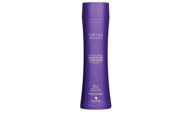Alterna Увлажняющий кондиционер c морским шелком Caviar Anti-Aging Replenishing Moisture Conditioner - 250 мл60615Увлажняющий кондиционер Alterna Caviar Anti-Aging Replenishing Volume возрождает способность волос бороться с видимыми признаками старения волос. Насыщенный коктейль липидов обеспечивает длительное увлажнение волос, способствует удержанию влаги и нормализует ее баланс, питает волосяной стержень. Основные компоненты способствуют запечатыванию в волосах активных ключевых ингредиентов и усиливают их действие. Защищает волосы от ежедневного стресса и последующего их повреждения от воздействия окружающей среды.Результат: Придает волосам мягкость и шелковистость. Защищает цвет волос от вымывания и способствует сохранению насыщенности оттенка. Обеспечивает защиту от ультрафиолетовых лучей. Придает волосам термозащитные свойства. Подходит для ежедневного применения.