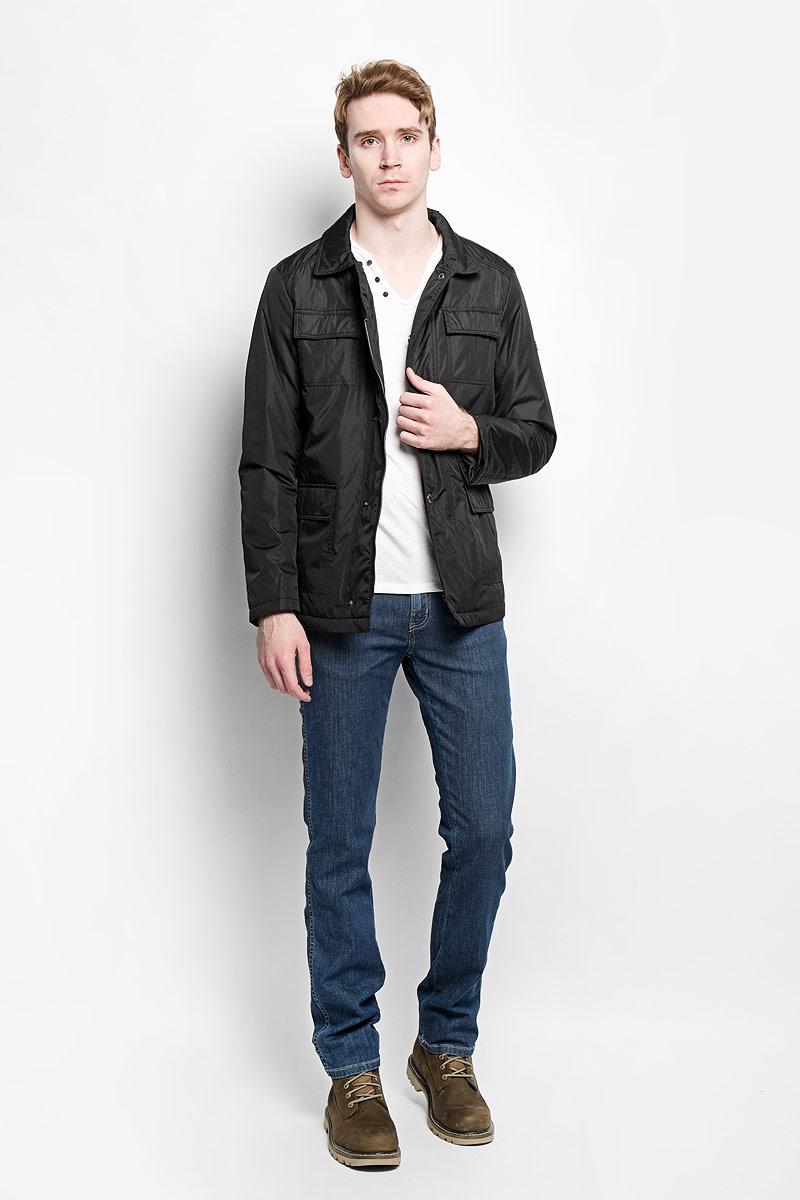 Куртка мужская Grishko, цвет: черный. AL-2871. Размер 54AL-2871Модная мужская куртка Grishko незаменима для городских будней. Модель выполнена из гладкого высококачественного материала с непромокаемым эффектом для максимального комфорта при различных погодных условиях. Куртка утеплена холлофайбером, что делает ее необычайно легкой в носке и уходе. Кроме того, холлофайбер отличается повышенной теплоизоляцией, антибактериальными свойствами, долговечностью в использовании. Изделие приталенного кроя с длинными рукавами и отложным воротником застегивается на пластиковую застежку-молнию и ветрозащитный клапан на кнопках. На лицевой стороне модель дополнена четырьмя накладными карманами, закрывающимися клапанами на кнопках, с внутренней стороны - двумя накладными карманами на липучках. Левый рукав декорирован фирменной металлической эмблемой. Изделие легко стирается в машинке, не теряя своего первоначального вида. Эта стильная куртка послужит отличным дополнением к вашему гардеробу!