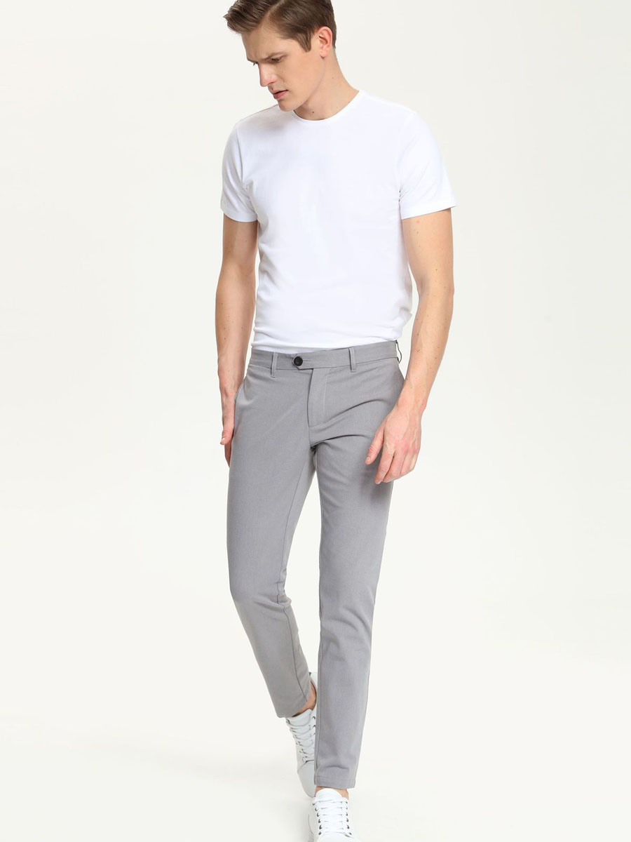 Брюки мужские Top Secret, цвет: серый. SSP2213SZ. Размер 32 (48)SSP2213SZМужские брюки Top Secret, выполненные из эластичного хлопка с добавлением полиэстера, идеально подойдут для повседневной носки. Материал изделия мягкий и приятный на ощупь, не сковывает движения и позволяет коже дышать.Брюки слегка зауженного кроя застегиваются на поясе на пуговицы и имеют ширинку на застежке молнии, а также шлевки для ремня. Спереди предусмотрены два втачных кармана. Сзади расположены два прорезных кармана.Такая модель станет стильным дополнением к вашему гардеробу. Лаконичный дизайн и совершенство стиля подчеркнут вашу индивидуальность.