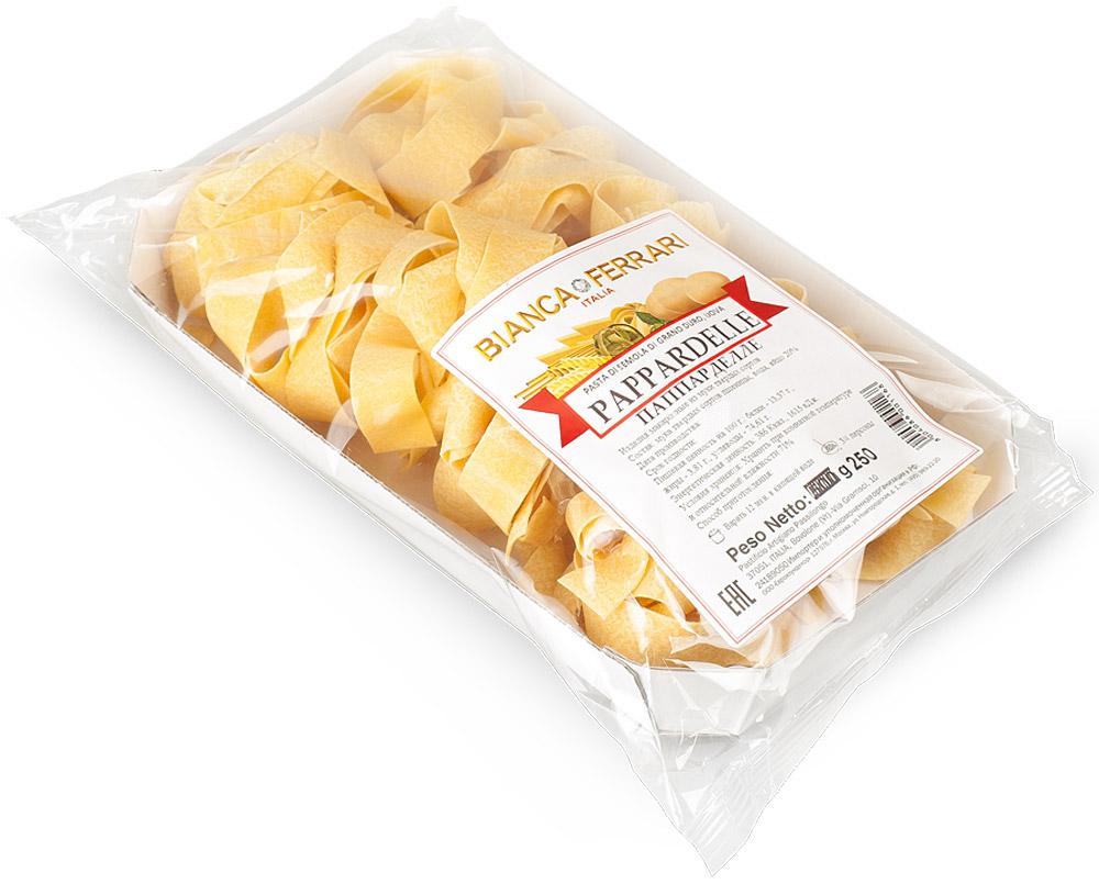 Bianca Ferrari Паппарделле паста яичная, 250 гBF.006.OVBianca Ferrari Паппарделле - разновидность итальянской яичной пасты. Один из наиболее широких видов пасты, напоминающий ленты. Идеальны для приготовления мясного рагу, а также других блюд на основе густого соуса.Варить 12 минут в кипящей воде. Количество рассчитано на 3-4 порции.