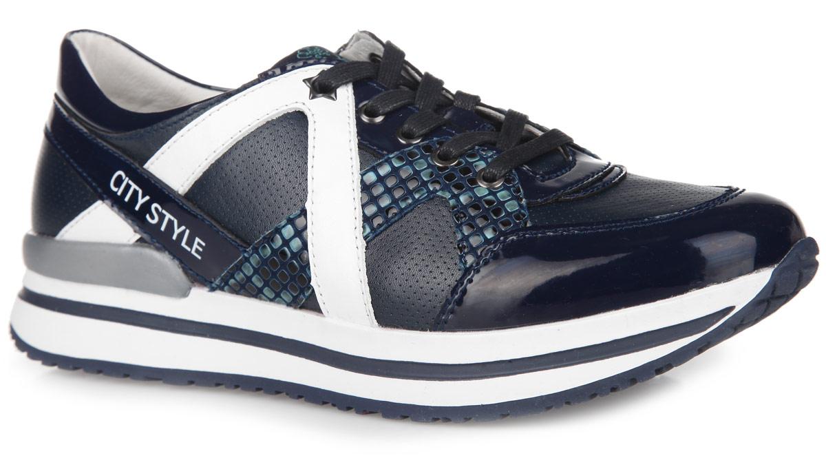 Кроссовки для девочки Kapika, цвет: темно-синий, белый. 24374-1. Размер 3524374-1Стильные кроссовки от Kapika заинтересуют вашу дочурку с первого взгляда. Модель выполнена из искусственной кожи разной фактуры и дополнена вставками из натуральной кожи. По верху обувь оформлена легкой перфорацией, по бокам - оригинальным тиснением под рептилию. Язычок декорирован текстильной нашивкой с символикой бренда, задняя часть сбоку - буквенным принтом. Классическая шнуровка надежно зафиксирует изделие на ноге. Мягкая верхняя часть и подкладка, выполненная из натуральной кожи, гарантируют уют и предотвращают от натирания. Анатомическая, влагопоглощающая, антибактериальная и амортизирующая стелька из ЭВА материала с верхним кожаным покрытием сохраняет комфортный микроклимат в обуви, обеспечивает эффективное поддержание свода стопы и правильное формирование детской стопы. Подошва из ТЭП оснащена рифлением для лучшей сцепки с поверхностью. Модные кроссовки займут достойное место среди коллекции обуви вашей девочки.