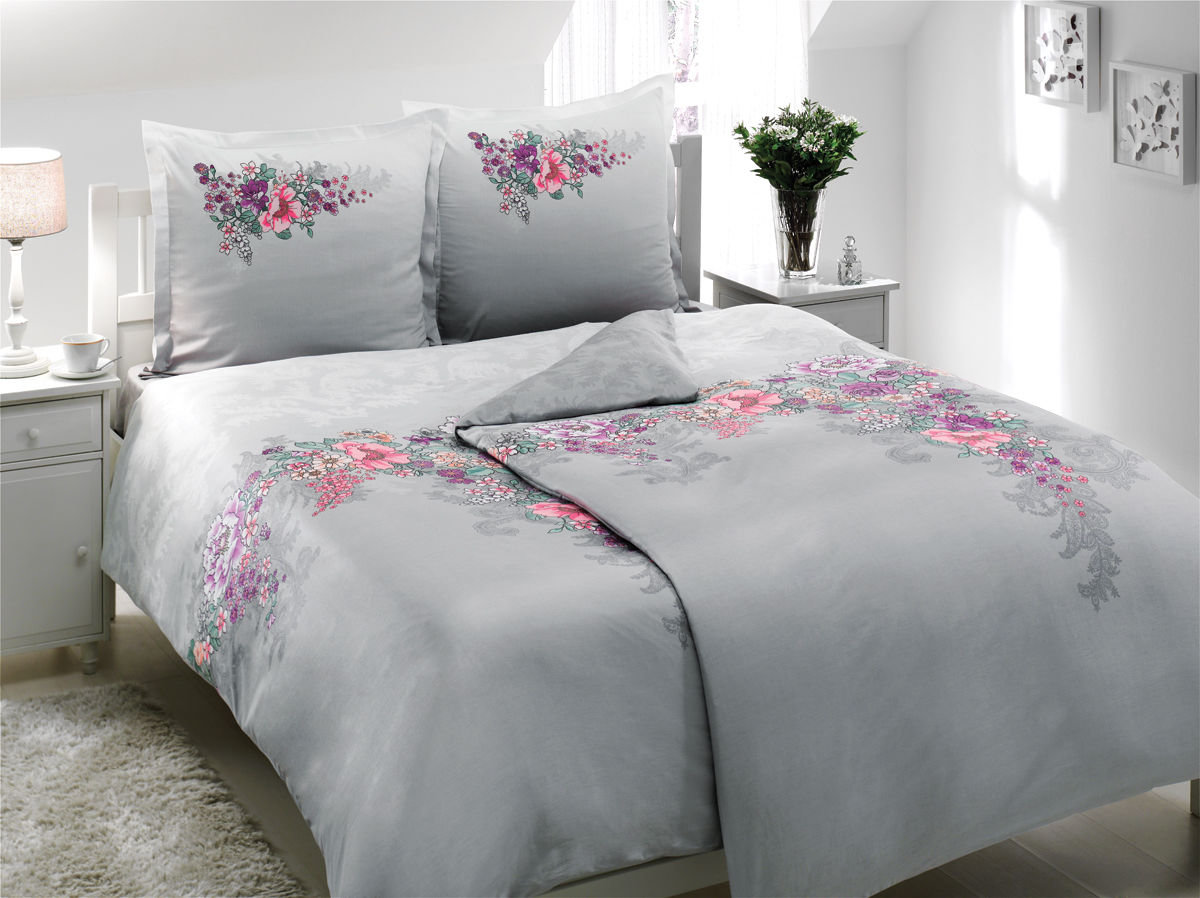 Комплект белья TAC Lona, семейный, наволочки 70х70, цвет: серый, розовый8355Роскошный комплект постельного белья TAC Lona выполнен из качественного плотного сатина с использованием фирменного нанесения Pano. Комплект состоит из двух пододеяльников, простыни и двух наволочек. Пододеяльник застегивается на пуговицы.Сатин – гладкая и прочная ткань, которая своим блеском, легкостью и гладкостью похожа на шелк, но выгодно отличается от него в цене. Сатин практически не мнется, поэтому его можно не гладить. Ко всему прочему, он весьма практичен, так как хорошо переносит множественные стирки.Доверьте заботу о качестве вашего сна высококачественному натуральному материалу.