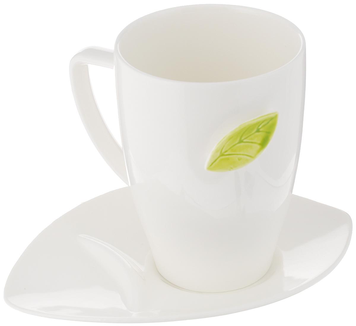 Чайная пара Tescoma Yasmin, 2 предмета387590Чайная пара Tescoma Yasmin состоит из кружки крючком в форме листка для крепления чайных пакетиков при заваривании и блюдца специальной формы для откладывания пакетиков. Изделия выполнены из высококачественного фарфора. Современный дизайн, несомненно, придется вам по вкусу.Чайная пара Tescoma Yasmin украсит ваш кухонный стол, а также станет замечательным подарком к любому празднику.Можно использовать в микроволновой печи, холодильнике и мыть в посудомоечной машине.Объем чашки: 450 мл.Диаметр чашки (по верхнему краю): 8,5 см.Высота чашки: 12 см.Размер блюдца: 18 см.Высота блюдца: 2,7 см.