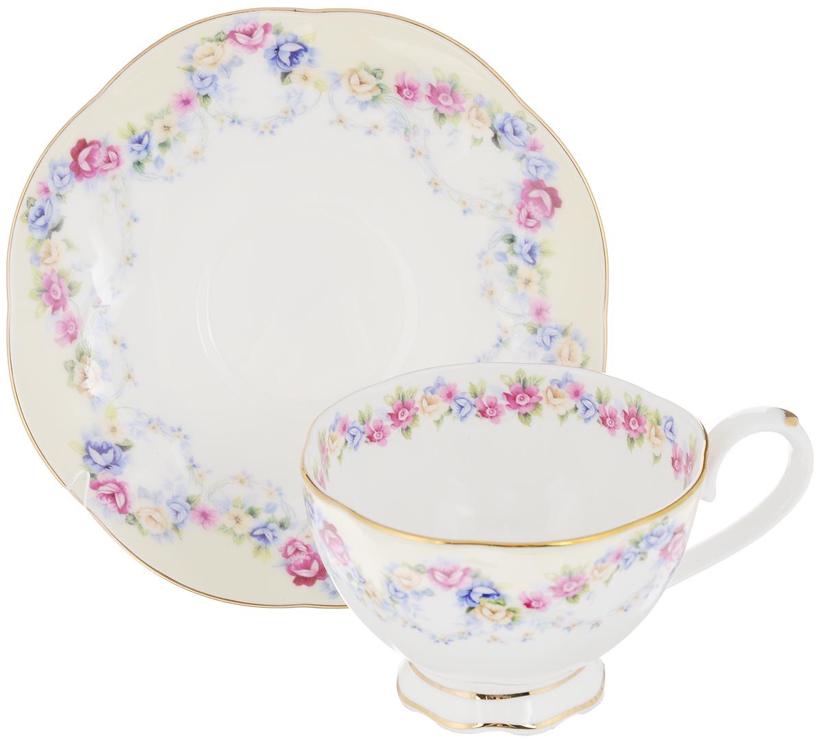 Чайная пара Elan Gallery Гирлянда из роз, 2 предмета530036Чайная пара Elan Gallery Гирлянда из роз состоит из чашки и блюдца, изготовленных из керамики высшего качества, отличающегося необыкновенной прочностью и небольшим весом. Яркий дизайн, несомненно, придется вам по вкусу.Чайная пара Elan Gallery Гирлянда из роз украсит ваш кухонный стол, а также станет замечательным подарком к любому празднику.Не рекомендуется применять абразивные моющие средства. Не использовать в микроволновой печи.Объем чашки: 250 мл.Диаметр чашки (по верхнему краю): 10 см.Высота чашки: 7 см.Диаметр блюдца: 16 см.Высота блюдца: 2,2 см.