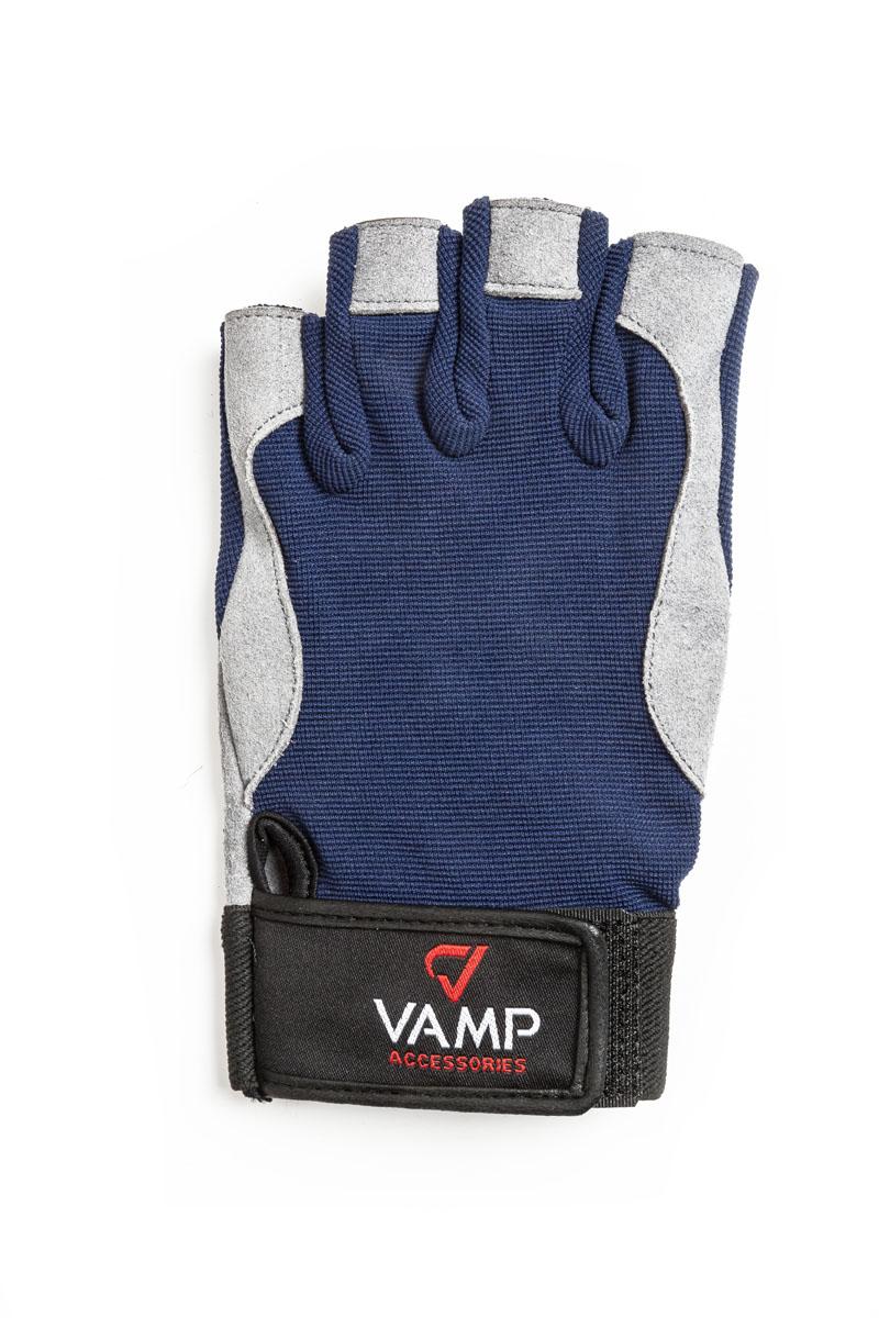 Перчатки для фитнеса мужские Vamp, цвет: синий, серый. RE-537. Размер M00023241Перчатки для фитнеса Vamp выполнены из текстиля и искусственной кожи. Яркий внешний вид и сочетание остроумных конструктивных решений делают перчатки оптимальным выбором для занятий спортом. Перчатки надежно защитят руки от повреждений и травм при работе с тренажерами за счет мягких вставок на ладони. Застежка-липучка надежно зафиксирует перчатки на руках. Рукам не жарко, они меньше потеют в перчатках благодаря дышащему материалу верхней части.