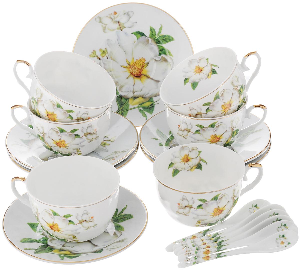 Набор чайный Elan Gallery Белый шиповник, с ложками, 18 предметов180685Чайный набор Elan Gallery Белый шиповник состоит из 6 чашек, 6 блюдец и 6ложек. Изделия, выполненные из высококачественной керамики, имеютэлегантный дизайн и классическую круглую форму. Такой набор прекрасно подойдет как для повседневного использования, так и для праздников.Чайный набор Elan Gallery Белый шиповник - это не только яркий и полезныйподарок для родных и близких, это также великолепное дизайнерское решениедля вашей кухни или столовой.Не использовать в микроволновой печи. Объем чашки: 250 мл.Диаметр чашки (по верхнему краю): 10 см.Высота чашки: 6 см. Диаметр блюдца (по верхнему краю): 15 см. Высота блюдца: 2 см. Длина ложки: 12,5 см.