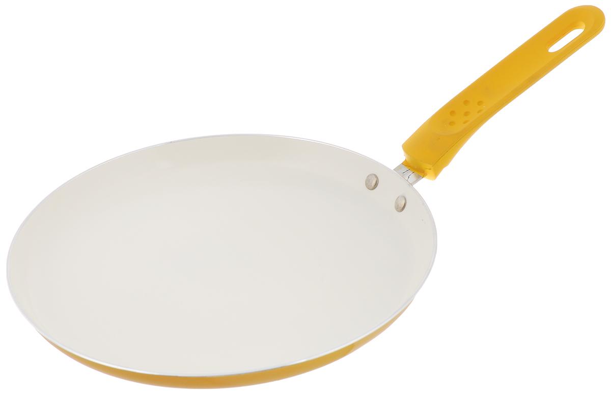 Сковорода для блинов Mayer & Boch, с керамическим покрытием, цвет: желтый. Диаметр 26 см22226_желтыйСковорода Mayer & Boch, изготовленная из алюминия с высококачественным керамическим покрытием, прекрасно подойдет для жарки яичницы, блинов и оладьев. Керамика не содержит вредной примеси ПФОК, что способствует здоровому и экологичному приготовлению пищи. Гладкое керамическое антипригарное покрытие, толщиной более 40 микрон, обладает повышенной прочностью, устойчиво к высокотемпературным режимам и истиранию керамического слоя при ежедневном использовании. Кроме того, с таким покрытием пища не пригорает и не прилипает к стенкам, поэтому можно готовить с минимальным добавлением масла и жиров. Гладкая, идеально ровная поверхность сковороды легко чистится, ее можно мыть в воде руками или вытирать полотенцем. Внешнее жаропрочное покрытие обеспечивает легкий уход за посудой одним движением руки. Эргономичная ручка специального дизайна, выполненная из пластика с силиконовым покрытием, удобна в эксплуатации. Утолщенное дно и стенки увеличивают срок службы изделия относительно аналогов. Сковорода подходит для использования на всех видах плит, включая индукционные. Также изделие можно мыть в посудомоечной машине. Внутренний диаметр сковороды (по верхнему краю): 26 см. Высота стенок: 2 см. Длина ручки: 16 см.Простой рецепт блинов на Масленицу – статья на OZON Гид.
