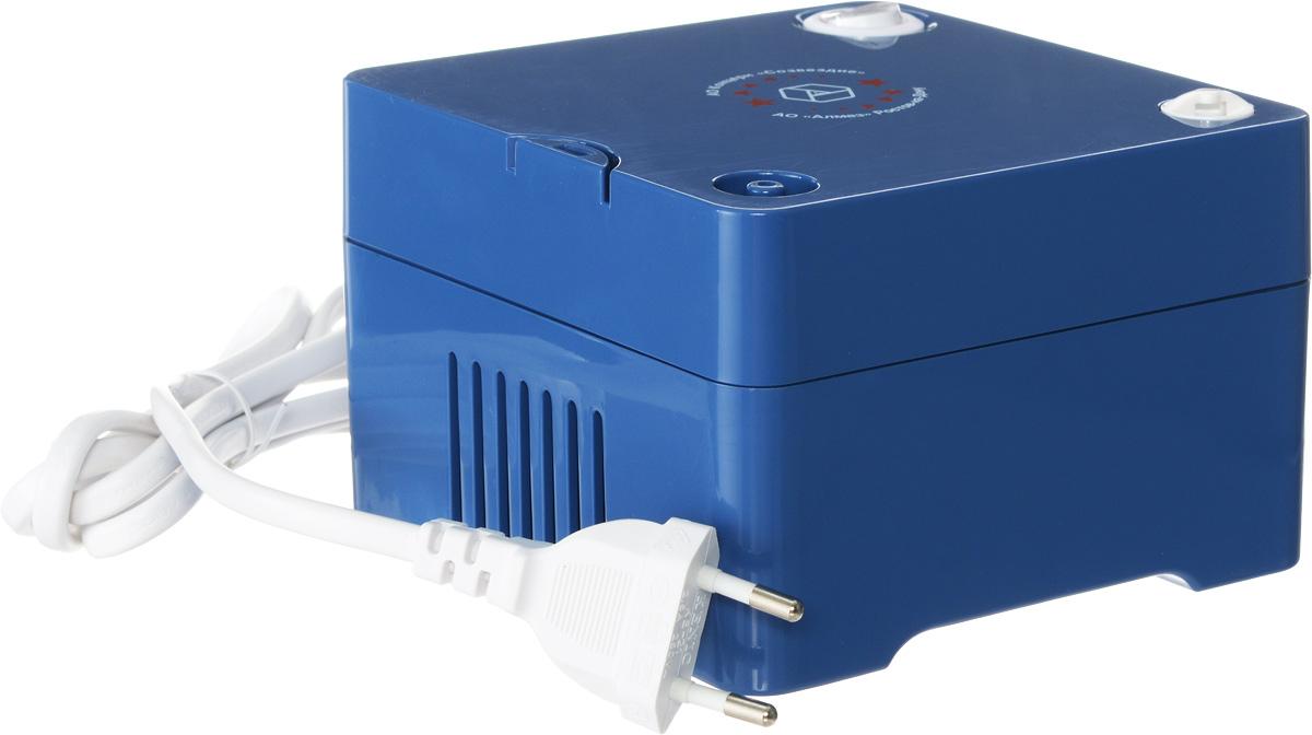 Алмаз MCN-600С компрессорный ингаляторMCN-600СИнгалятор состоит из пластмассового корпуса и распылительной камеры, соединенной с ним гибким шлангом. В корпусе установлен поршневой компрессор, который создает избыточное давление воздуха, подаваемого по гибкому шлангу в распылительную камеру. Конструктивно камера — это пластмассовая емкость для лекарства с устройством для его распыления потоком воздуха.Корпус ингалятора изготовлен из гигиеничной пластмассы высшего сорта, что обусловливает безвредность при использовании, современный эстетичный и эргономичный дизайн. При изготовлении электронного блока использованы современные качественные материалы. Благодаря этому достигнута высокая надежность прибора, его безопасность, удобство применения.Питание от бытовой сети переменного тока 220ВИнтенсивность распыления: 0,3 мл/ минРазмер частиц аэрозоля: не более 4 мкмОбъем емкости для лекарств: 6 млУровень шума: 55 дБДиапазон давления компрессора: 30-36 Psi