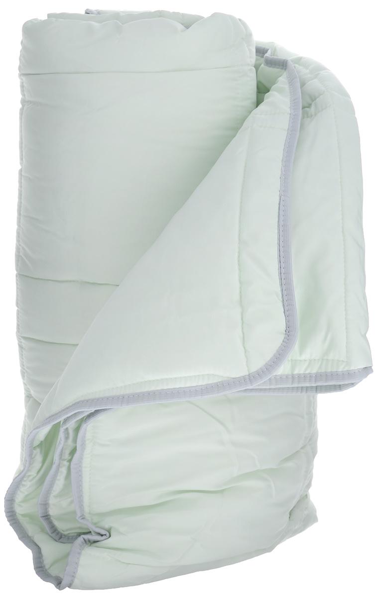 Одеяло TAC Casabel, наполнитель: силиконизированное волокно, цвет: светло-зеленый, 170 х 205 см7118B-8800003625Двуспальное одеяло TAC Casabel подарит вам здоровый и комфортный сон. Чехол одеяла выполнен из мягкого, приятного на ощупь полиэфира. Наполнитель одеяла - силиконизированное полиэфирное волокно. Это полое, не склеенное, скрученное волокно. Оно проходит высокую степень силиконизации, тем самым увеличивается его упругость. В изделиях это определяет срок службы. Наполнитель экологически чистый, без запаха, не вызывает аллергии. Изделия с этим наполнителем отлично сохраняют тепло, держат объем, обладая при этом мягкостью и упругостью. Они легкие, гипоаллергенные, свободно пропускают воздух, в них не поселяются вредные микроорганизмы. Одеяло стирается в обычной стиральной машине, быстро сохнет, после стирки восстанавливает свой объем и форму. Одеяло простегано и окантовано, фигурная стежка равномерно удерживает наполнитель внутри и не позволяет ему скатываться. Ваше одеяло прослужит долго, а его изысканный внешний вид будет годами дарить вам уют.Плотность наполнителя: 150 г/м2.
