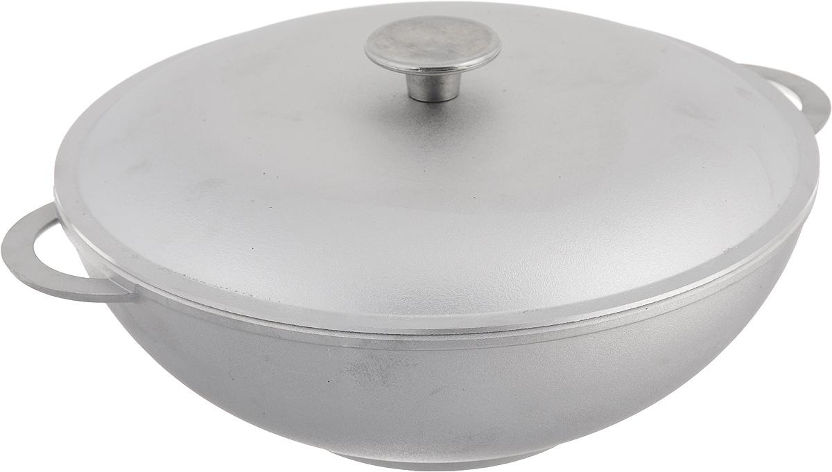 Сковорода-вок Биол с крышкой. Диаметр 28 см2803КСковорода-вок Биол изготовлена из литого алюминия - 100% экологичного материала. Посуда равномерно распределяет тепло и обладает высокой устойчивостью к деформации, легкая и практичная в эксплуатации. Изделие снабжено двумя алюминиевыми ручками и крышкой. За счет оригинальной формы вока продукты готовятся быстрее, чем в обычной сковороде, так как кусочки пищи сбиваются к центру, где сконцентрирован весь жар. Подходит для использования на электрических, газовых и стеклокерамических плитах. Не подходит для индукционных плит. Можно мыть в посудомоечной машине. Внутренний диаметр (по верхнему краю): 28 см. Высота стенки: 10,5 см. Ширина сковороды (с учетом ручек): 34 см.