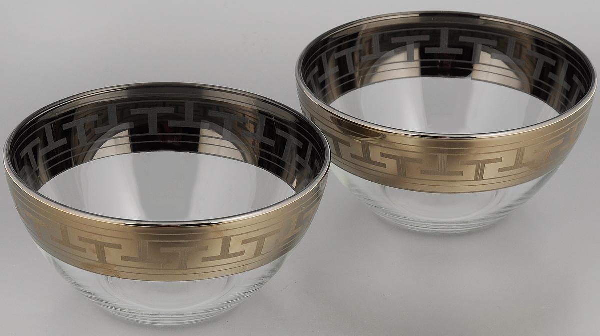 Набор салатников Гусь-Хрустальный Греческий узор, диаметр 16 см, 2 штGE01-1425Набор Гусь-Хрустальный Греческий узор, выполненный из высококачественного натрий-кальций-силикатного стекла, состоит из 2 глубоких салатников. Изделия оформлены красивым зеркальным покрытием и белым матовым орнаментом.Такие салатники прекрасно подходят для сервировки различных закусок, подачи салатов из свежих овощей, фруктов и многого другого.Набор Гусь-Хрустальный Греческий узор прекрасно оформит праздничный стол и удивит вас изысканным дизайном.Диаметр салатника: 16 см.Высота: 8 см.
