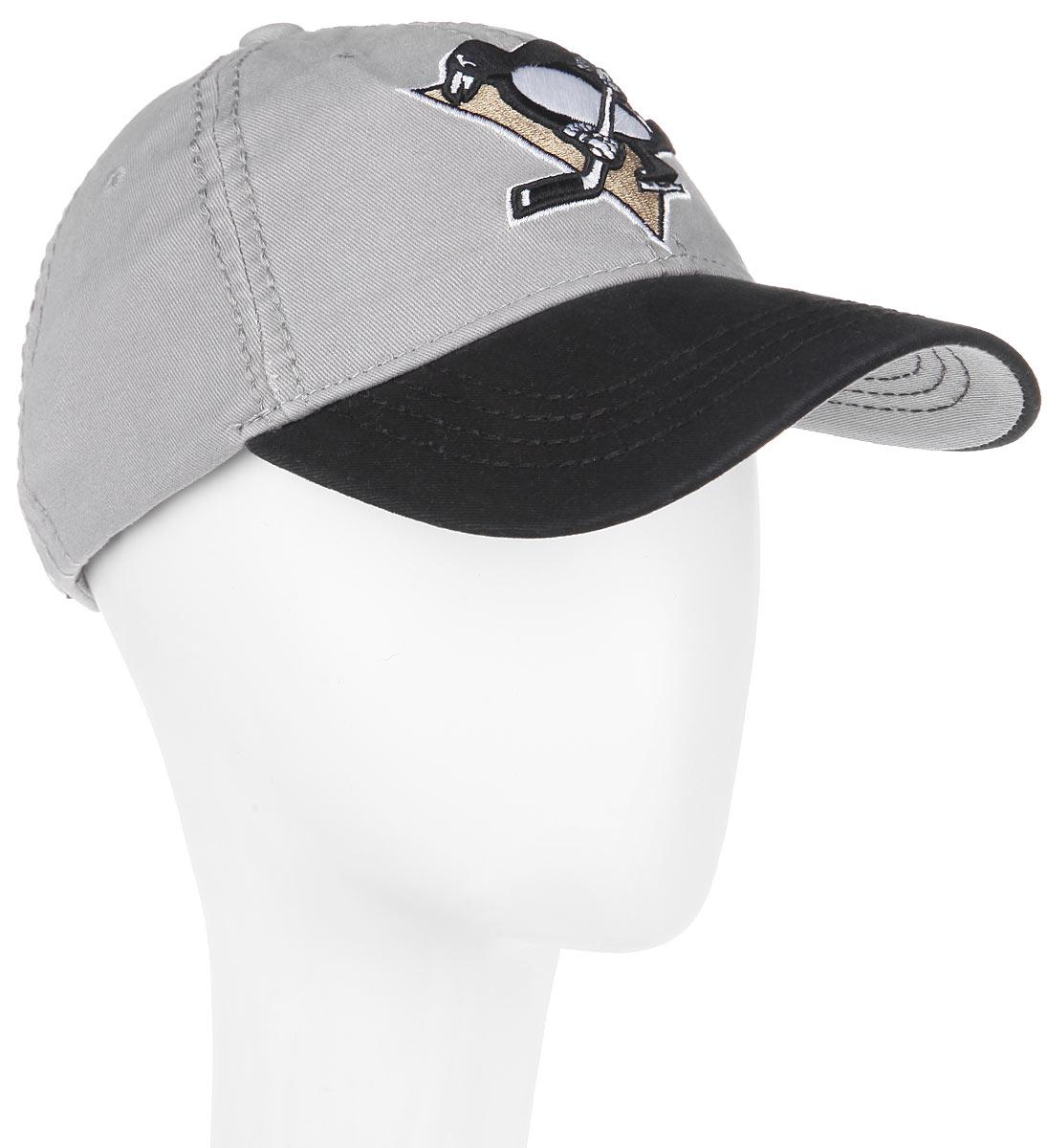 Бейсболка NHL Pittsburg Penguins, цвет: серый, черный. 29056. Размер L\XL (55-58)29056Практичная и удобная бейсболка NHL Pittsburs Penguins, выполненная из высококачественного хлопка, идеально подойдет для активного отдыха и обеспечит надежную защиту головы от солнца.Бейсболка дополнена широким твердым козырьком и оформлена вышивкой в виде эмблемы профессиональной хоккейной команды Pittsburs Penguins, а также вышитыми надписями. Кепка имеет перфорацию, обеспечивающую необходимую вентиляцию. Объем изделия регулируется металлическим фиксатором. Такая бейсболка станет отличным аксессуаром для занятий спортом или дополнит ваш повседневный образ.