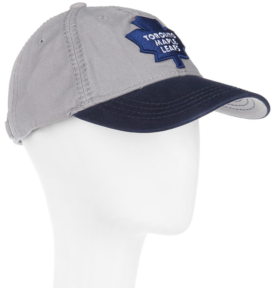 Бейсболка NHL Toronto Maple Leaf, цвет: серый, темно-синий. 29057. Размер L\XL (55-58)29057Практичная и удобная бейсболка NHL Toronto Maple Leaf, выполненная из высококачественного хлопка, идеально подойдет для активного отдыха и обеспечит надежную защиту головы от солнца.Бейсболка дополнена широким твердым козырьком и оформлена вышивкой в виде эмблемы профессиональной хоккейной команды  Toronto Maple Leaf, а также вышитыми надписями. Кепка имеет перфорацию, обеспечивающую необходимую вентиляцию. Объем изделия регулируется металлическим фиксатором. Такая бейсболка станет отличным аксессуаром для занятий спортом или дополнит ваш повседневный образ.