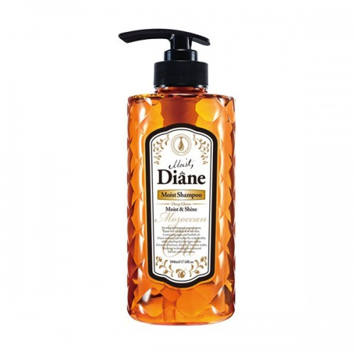Шампунь Diane Moist & Shine Глубокое увлажнение сухих волос, 500 млds02Шампунь с ароматом лесных ягод на основе масел придаёт блеск и сияние, увлажняя и оживляя волосы изнутри. Защищает от пагубных ультрафиолетовых лучей, увлажняет кожу головы и способствует её регенерации, помогая избавиться от перхоти. Стимулирует рост волос и борется с их выпадением, укрепляя волосяные луковицы.Фитостерин как стабилизатор гормонального баланса и иммунной системы предотвращает развитие седины, выпадение волос и различные виды аллопеции. Кератин, попадая на волосы, проникает в их структуру, заполняет собой мельчайшие трещинки, склеивает посеченные кончики и наполняет волосы дополнительной прочностью и объёмом.Рекомендуется использовать в комплексе с бальзамом для волос той же линии.