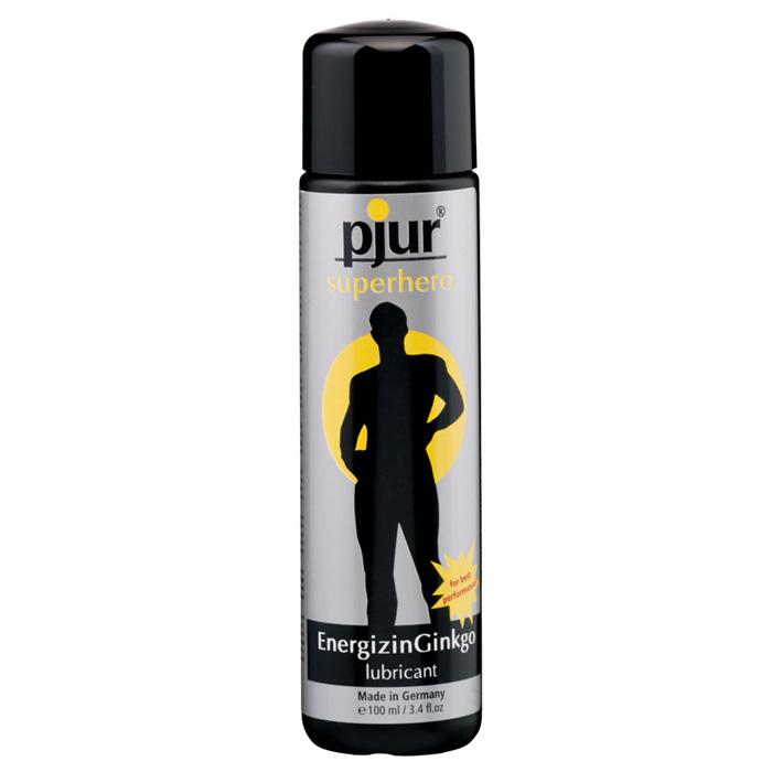 Pjur, Мужской лубрикант pjur superhero lubricant 100 млPJURSH-100Лубрикант на водной основе с экстрактом гингко билоба. Улучшает кровоснабжение, усиливает приток крови к половым органам, придает мужской силы и энергии. Безопасен при использовании с интимными игрушками и презервативом. Не имеет защитных свойств, не содержит спермицидов. Для наибольшего эффекта рекомендуется использовать с Pjur Superhero spray. Лубрикант наносится непосредственно перед половым контактом на половые органы.