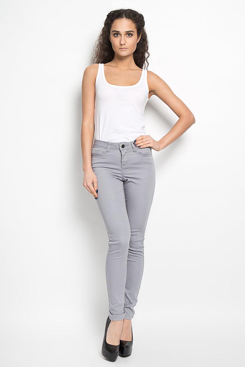 Брюки женские Broadway Jane, цвет: серый. 10156375 867. Размер S (44)10156375 867Женские брюки Broadway Jane - отличный выбор на каждый день. Они прекрасно сидят, подчеркивая все достоинства вашей фигуры.Модель прямого кроя, зауженного к низу, и средней посадки изготовлена из высококачественного материала. Застегиваются брюки на пуговицу в поясе и ширинку на застежке-молнии, также имеются шлевки для ремня. Спереди изделие дополнено двумя втачными карманами и одним небольшим накладным кармашком, а сзади - двумя накладными карманами. Эти модные и в то же время комфортные брюки послужат отличным дополнением к вашему гардеробу. В них вы всегда будете выглядеть стильно.
