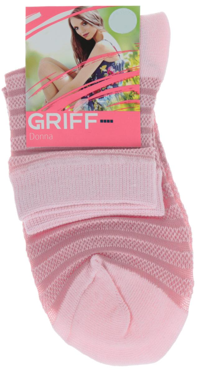 Носки женские Griff Полосы, цвет: розовый. D4O2. Размер 39/41D4O2Женские носки Griff Полосы изготовлены из высококачественного сырья. Носки очень мягкие на ощупь, а широкая резинка плотно облегает ногу, не сдавливая ее, благодаря чему вам будет комфортно и удобно. Усиленная пятка и мысок обеспечивают надежность и долговечность.Носки оформлены рисунком в полоску.