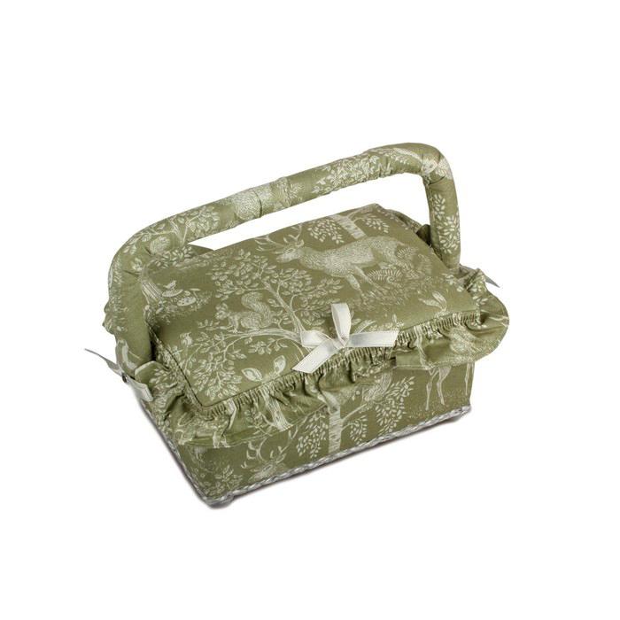 Шкатулка для рукоделия RTO. 3790-RT-053790-RT-05Деревянный каркас (сосна), пластиковые элементы, пластиковый поддон и игольница внутри, обтянута хлопковой тканью