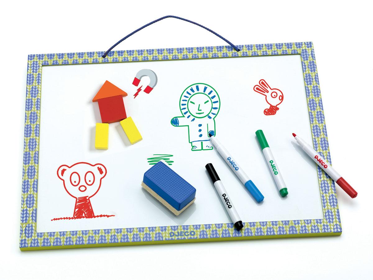 Djeco Магнитная доска для рисования03140Магнитная доска для рисования Djeco прекрасно подойдет для игр с магнитными пазлами и фигурками, а также для детского творчества. На доске можно размещать фигуры на магнитах, можно складывать цифры, изучать алфавит. Доска имеет специальное магнитное поле белого цвета, на котором удобно рисовать специальными фломастерами, затем изображение можно стереть губкой. Магнитную доску можно размещать прямо на столе или повесить на стену в детской комнате.В наборе: магнитная доска, 4 фломастера, губка.