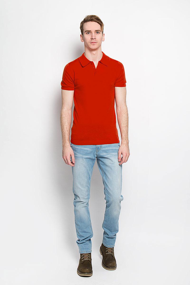 Поло мужское Tom Tailor, цвет: красный. 3020748.00.15. Размер M (48)3020748.00.15Вязаная мужская футболка-поло Tom Tailor, изготовленная из натурального хлопка, обладает высокой теплопроводностью, воздухопроницаемостью и гигроскопичностью, позволяет коже дышать.Модель с короткими рукавами и отложным воротником - идеальный вариант для создания оригинального современного образа. Сверху футболка-поло застегивается на 3 пуговицы. Низ рукавов, воротник и низ изделия связаны резинкой. Такая модель подарит вам комфорт в течение всего дня и послужит замечательным дополнением к вашему гардеробу.