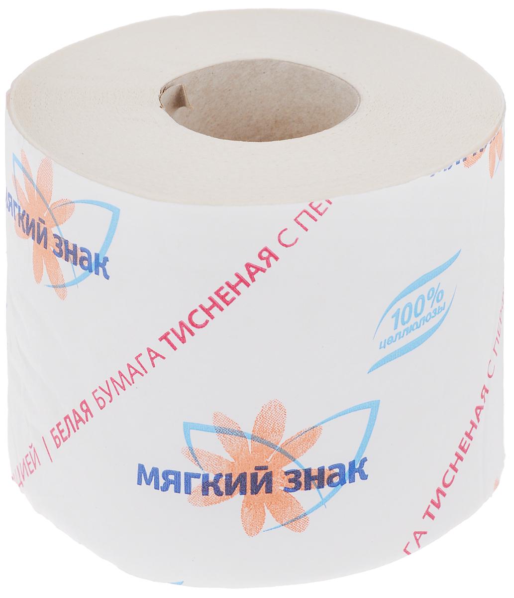 Бумага туалетная Мягкий знак, однослойная, цвет: белый, 52,5 мC28Туалетная бумага Мягкий знак изготовлена из целлюлозы белого цвета с тиснением. Однослойная туалетная бумага мягкая, нежная, но в тоже время прочная, с отрывом по линии перфорации. Состав: 100% целлюлоза. Количество слоев: 1.Размер листа: 12,5 см х 9 см.Длина рулона: 52,5 ± 2,6 м.
