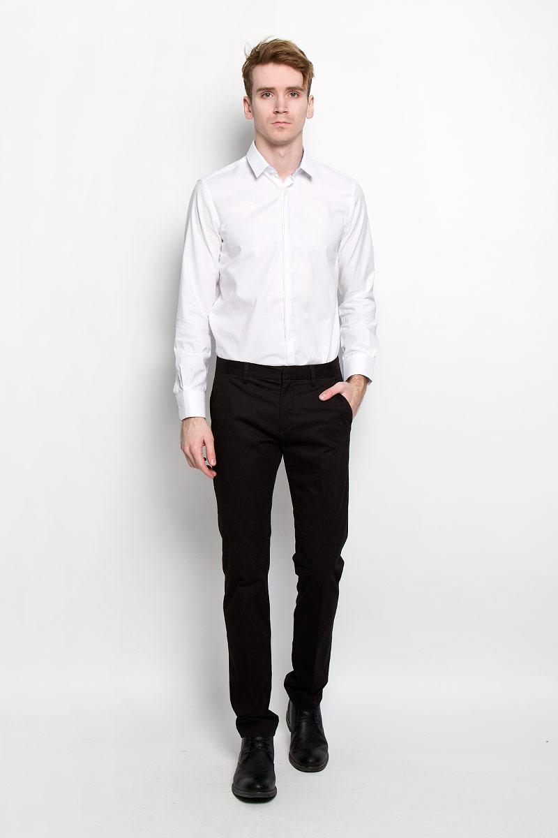 Рубашка мужская Tom Tailor, цвет: белый. 2031311.99.15. Размер XXL (54)2031311.99.15Стильная мужская рубашка Tom Tailor, изготовленная из высококачественного хлопка, необычайно мягкая и приятная на ощупь, не сковывает движения и позволяет коже дышать, обеспечивая наибольший комфорт. Классическая рубашка свободного кроя с отложным воротником, длинными рукавами и полукруглым низом застегивается на пластиковые пуговицы. Длинные рукава дополнены манжетами на пуговицах. Такая модель порадует настоящих ценителей комфорта и практичности!