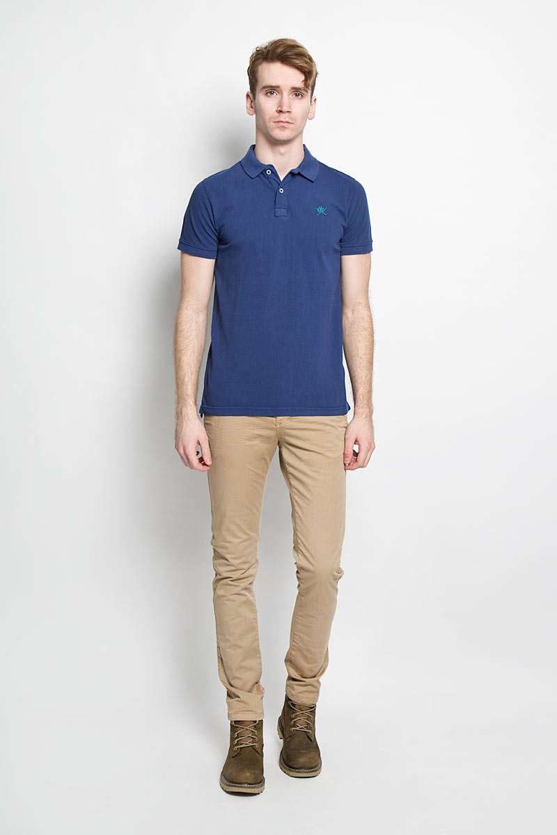 Поло мужское Broadway, цвет: синий. 20100096 582. Размер M (48)20100096 582Стильная мужская футболка-поло Broadway, выполненная из высококачественного хлопка, обладает высокой теплопроводностью, воздухопроницаемостью и гигроскопичностью, позволяет коже дышать.Модель с короткими рукавами и отложным воротником - идеальный вариант для создания оригинального современного образа. Сверху футболка-поло застегивается на две пуговицы. Воротник и манжеты рукавов выполнены из трикотажной резинки. По бокам модели предусмотрены небольшие разрезы. Модель оформлена на груди небольшой вышивкой в виде логотипа производителя.Такая модель подарит вам комфорт в течение всего дня и послужит замечательным дополнением к вашему гардеробу.