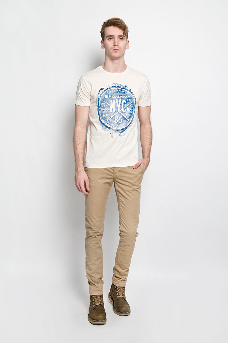 Футболка мужская Broadway, цвет: молочный, синий. 20100000 06A. Размер M (48)20100000 06AСтильная мужская футболка Broadway, выполненная из хлопка, обладает высокой теплопроводностью, воздухопроницаемостью и гигроскопичностью, позволяет коже дышать.Модель с короткими рукавами и круглым вырезом горловины оформлена оригинальным принтом. Такая модель подарит вам комфорт в течение всего дня и послужит замечательным дополнением к вашему гардеробу.