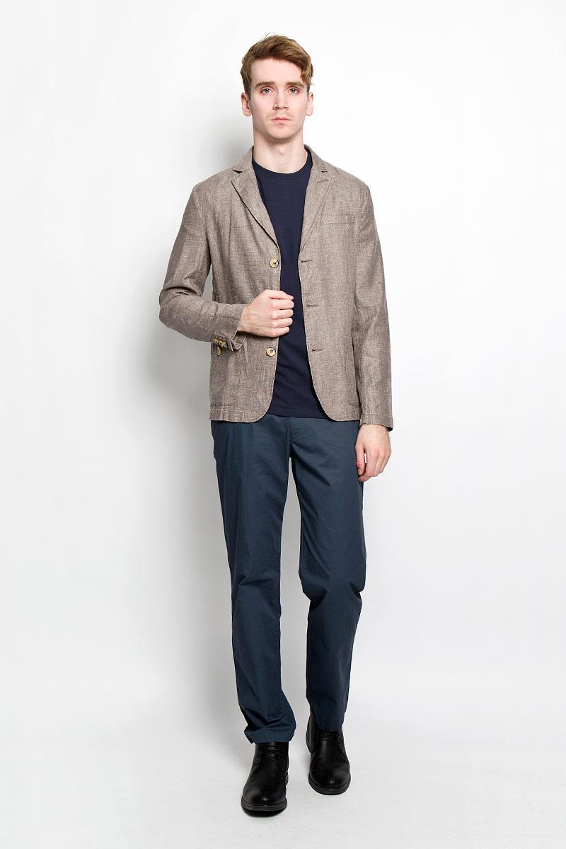Пиджак мужской Finn Flare, цвет: светло-коричневый. S16-21004_602. Размер XL (52)S16-21004_602Классический мужской пиджак Finn Flare изготовлен из высококачественного материала на основе вискозы с добавлением льна, благодаря чему он приятен на ощупь и обеспечит вам комфорт и удобство при носке.Пиджак с воротником с лацканами и длинными рукавами застегивается на пуговицы. Модель имеет два накладных кармана спереди на пуговицах и один не большой прорезной на груди. Манжеты рукавов также дополнены декоративными пуговицами. Этот модный и в тоже время комфортный пиджак отличный вариант как для офиса, так и для повседневной носки. Он станет великолепным дополнением к вашему гардеробу, а благодаря классическому фасону, такой пиджак будет прекрасно сочетаться с любыми нарядами.