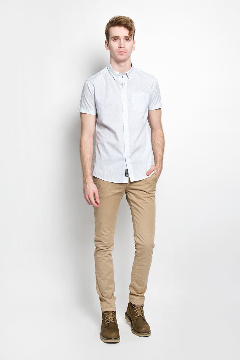 Рубашка мужская Broadway Cesar, цвет: белый, серо-голубой. 20100030 000. Размер M (48)20100030 000Стильная мужская рубашка Broadway Cesar выполненная из натурального хлопка, обладает высокой теплопроводностью, воздухопроницаемостью и гигроскопичностью, позволяет коже дышать, тем самым обеспечивая наибольший комфорт при носке даже самым жарким летом. Рубашка прямого кроя с короткими, полукруглым низом и отложным воротником застегивается на пуговицы. Модель оформлена рисунком в мелкий крестик и дополнена небольшим накладным карманом на груди.Такая рубашка будет дарить вам комфорт в течение всего дня и послужит замечательным дополнением к вашему гардеробу.