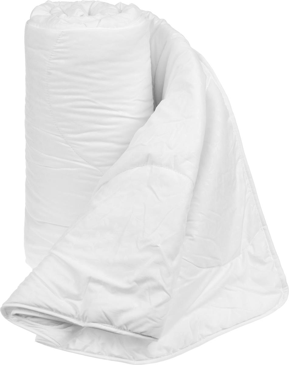 """Легкое одеяло Легкие сны """"Тропикана"""" с наполнителем из  бамбукового волокна расслабит, снимет усталость и подарит  вам спокойный и здоровый сон.  Волокно бамбука - это натуральный материал, добываемый из  стеблей растения. Он обладает способностью  быстро впитывать и испарять влагу, а также  антибактериальными свойствами, что препятствует  появлению  пылевых клещей и болезнетворных бактерий.  Изделия с наполнителем из бамбука легко пропускают  воздух. Они отличаются превосходными  дезодорирующими свойствами, мягкие, легкие, простые в  уходе, гипоаллергенные и подходят абсолютно всем.  Чехол одеяла выполнен из микрофибры белого цвета с  тиснением в виде растительного рисунка. Одеяло простегано  и окантовано. Стежка надежно удерживает наполнитель  внутри и не позволяет ему скатываться.   Можно стирать в стиральной машине. Плотность наполнителя: 200 г/м2."""