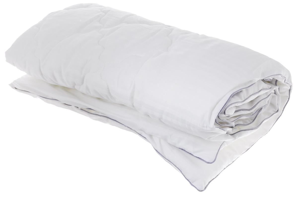 """Легкое стеганное одеяло Легкие сны """"Элисон"""" подарит вам непревзойденную мягкость и  нежность.  В качестве наполнителя используется синтетический сверхтонкий и практически невесомый  материал, названный """"лебяжьим пухом"""". Изделия с наполнителем из искусственного пуха легкие, мягкие и не  вызывают аллергии, хорошо пропускают воздух, за ними легко ухаживать. Важно заметить, что синтетический пух  столь же легок и приятен на ощупь, что и его натуральный прототип.  Чехол изделия выполнен из сатина (100% хлопка).  Рекомендации по уходу: Деликатная стирка при температуре воды до 30°С. Отбеливание, барабанная сушка и глажка запрещены. Разрешается деликатная химчистка."""