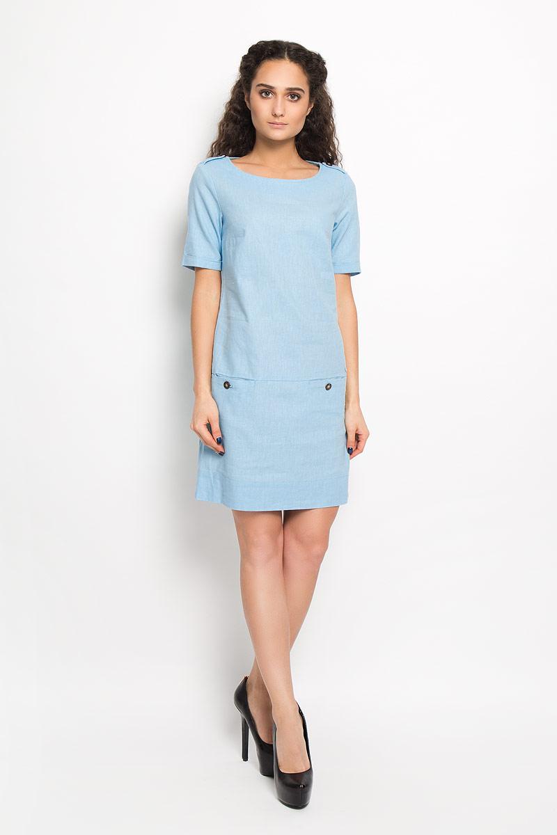 Платье Finn Flare, цвет: голубой. S16-32007_106. Размер M (46)S16-32007_106Платье Finn Flare поможет создать стильный образ. Изготовленное из льна и хлопка, оно легкое, приятное на ощупь, позволяет коже дышать.Модель с круглым вырезом горловины и короткими рукавами дополнена спереди двумя прорезными карманами на пуговицах. На рукавах имеются декоративные отвороты. По бокам предусмотрены небольшие разрезы. Платье украшено по плечевым швам хлястиками на пуговицах, декорировано металлической подвеской с фирменным логотипом. Стильное и модное платье займет достойное место в вашем гардеробе, а также подарит вам комфорт в течение всего дня.