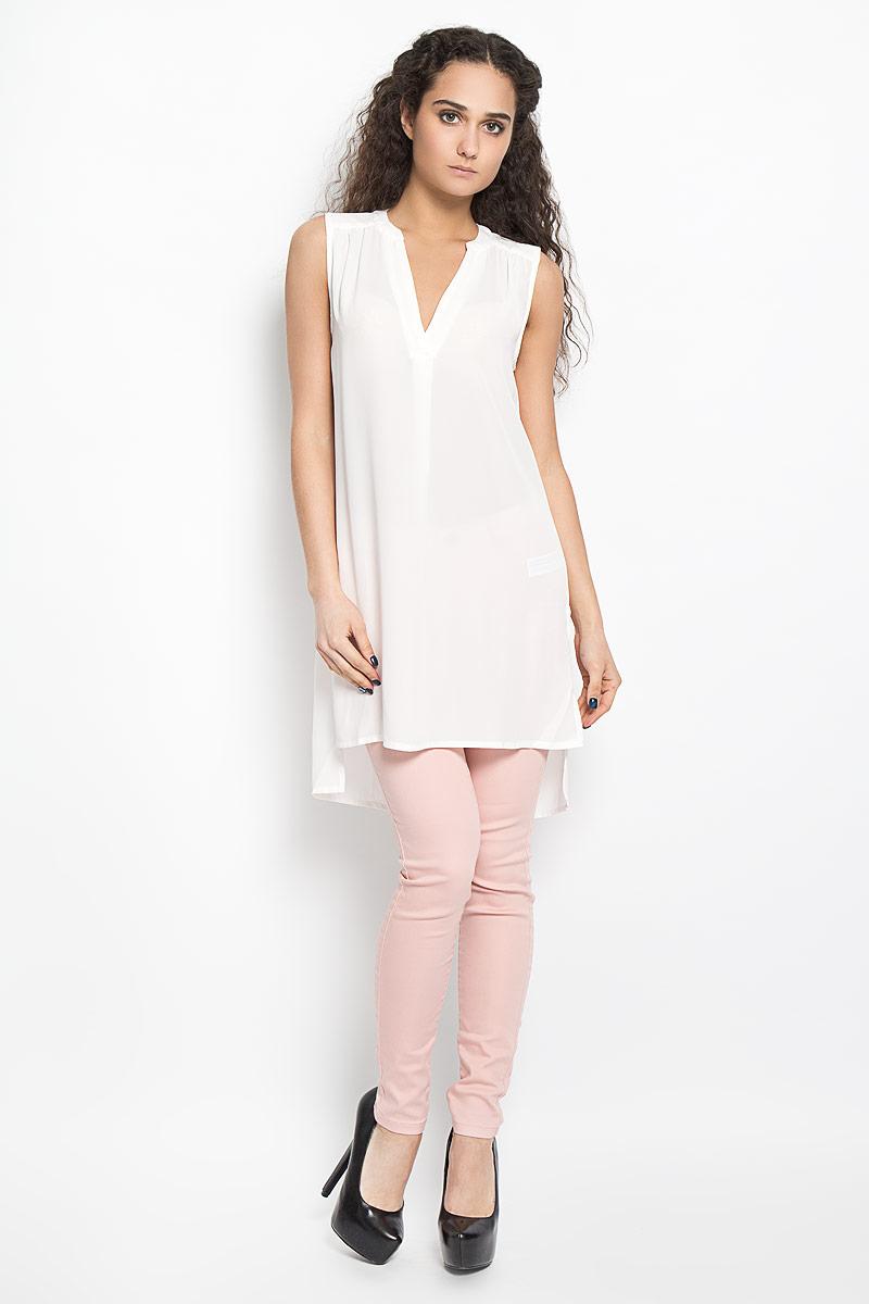 Блузка женская Broadway Bashia, цвет: белый. 10156076 001. Размер L (48)10156076 001Стильная женская блуза Broadway, выполненная из струящегося легкого материала, подчеркнет ваш уникальный стиль и поможет создать оригинальный женственный образ.Модная удлиненная блузка с V-образным вырезом горловины дополнена разрезами по бокам. Перед и спинка изделия отличаются по своей длине. Линия плеча и верхняя часть спинки декорированы мелкими складками.Легкая блуза идеально подойдет для жарких летних дней. Такая блузка будет дарить вам комфорт в течение всего дня и послужит замечательным дополнением к вашему гардеробу.
