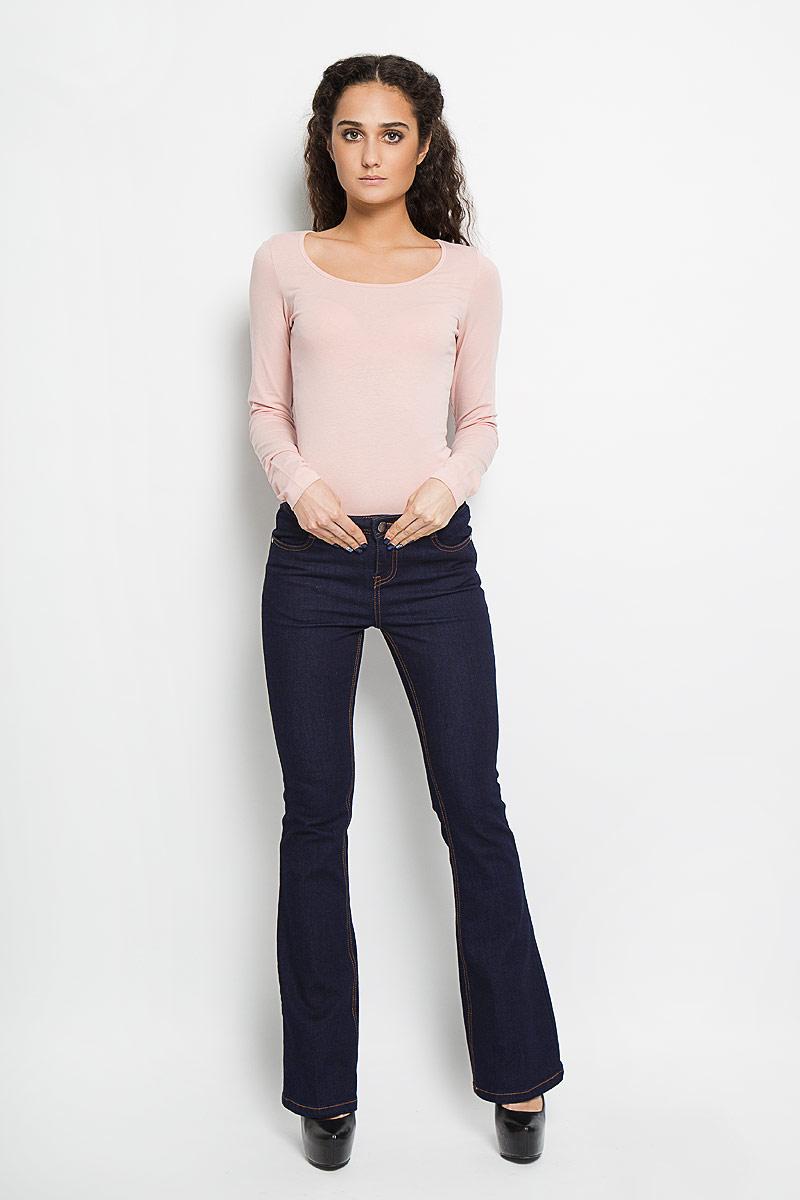 Джинсы женские Broadway Lana, цвет: темно-синий. 10152914 532. Размер 27-32 (42-32)10152914 532Стильные женские джинсы Broadway Lana - отличная модель на каждый день, которая прекрасно вам подойдет. Изделие изготовлено из хлопка с добавлением полиэстера и эластана. Джинсы-клеш средней посадки на талии застегиваются на металлическую пуговицу, также имеются ширинка на застежке-молнии и шлевки для ремня. Спереди модель дополнена двумя втачными карманами со скошенными краями, а сзади - двумя накладными карманами. Модель оформлена модной контрастной отстрочкой. Эти эффектные и в то же время комфортные джинсы послужат превосходным дополнением к вашему гардеробу.