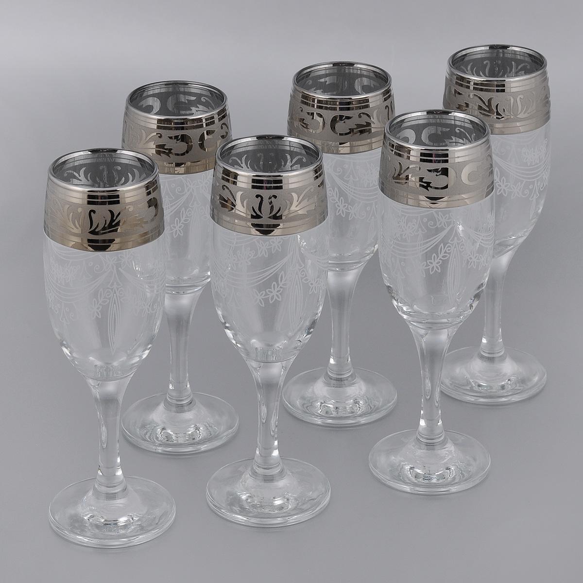 """Набор Гусь-Хрустальный """"Русский узор"""" состоит из 6 бокалов на длинных тонких ножках, изготовленных из высококачественного натрий-кальций-силикатного стекла. Изделия оформлены красивым зеркальным покрытием и белым матовым орнаментом. Бокалы предназначены для шампанского или вина. Такой набор прекрасно дополнит праздничный стол и станет желанным подарком в любом доме.  Разрешается мыть в посудомоечной машине.  Диаметр бокала (по верхнему краю): 5 см.  Высота бокала: 19 см."""