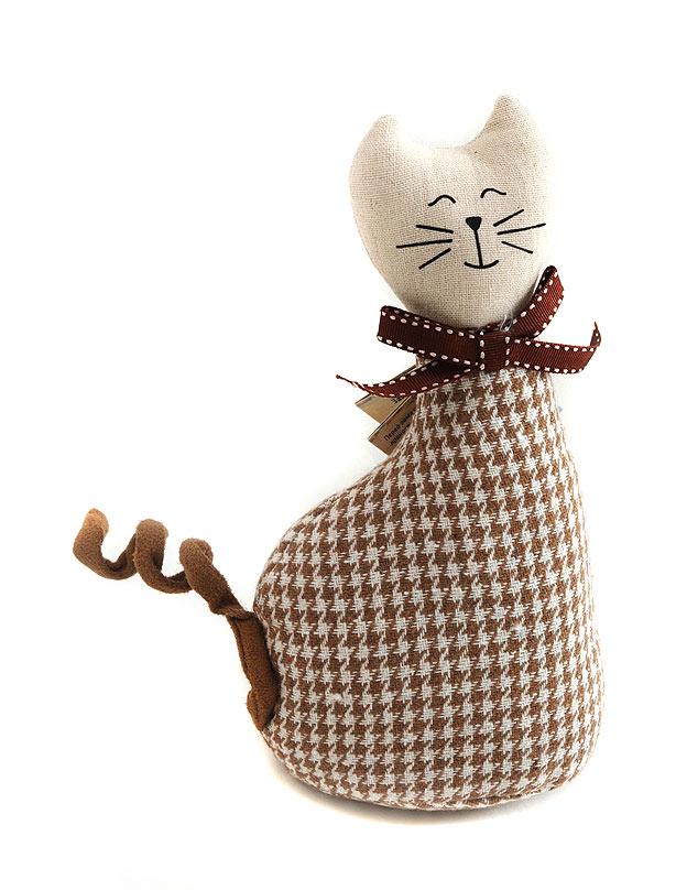 Кукла декоративная Белоснежка Кошка Мурыся. 3070-BT3070-BTКукла декоративная Белоснежка Кошка Мурыся - это милая кошечка, выполненная вуютных кофейных тонах. Отличная интерьерная игрушкаиз хлопковой ткани, сутяжелением. Перед вами игрушка-талисман, приносящая в дом любовь, удачу, радость, мир иблагополучие! Интерьерная игрушка улучшит атмосферу в доме, сделает дом красивым и уютным.Размер игрушки: 11,5 х 8 х 22,5 см.