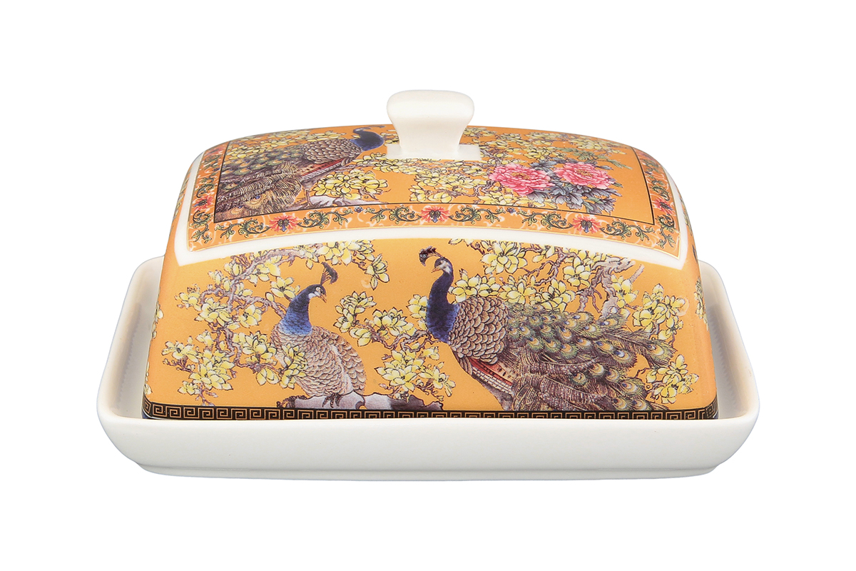 Масленка Elan Gallery Павлин180824Великолепная масленка Elan Gallery Павлин, выполненная из высококачественной керамики, предназначена для красивой сервировки и хранения масла. Она состоит из подноса и крышки. Масло в ней долго остается свежим, а при хранении в холодильнике не впитывает посторонние запахи. Масленка Elan Gallery Павлин идеально подойдет для сервировки стола и станет отличным подарком к любому празднику.Не рекомендуется применять абразивные моющие средства. Не использовать в микроволновой печи.Размер масленки: 13,5 х 9 х 8 см.