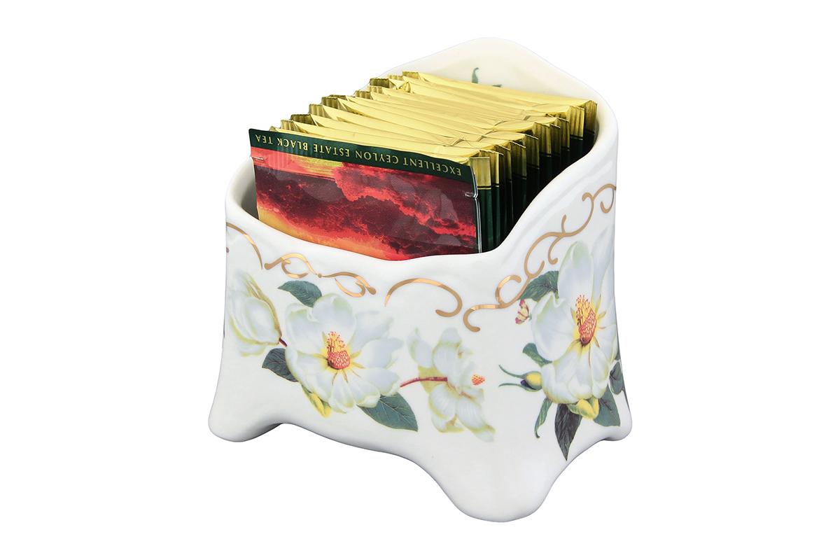 Подставка сервировочная для чайных пакетиков Elan Gallery Белый шиповник, цвет: белый, зеленый, желтый503965Изысканная сервировочная подставка для чайных пакетиков Elan Gallery Белый шиповникизготовлена из высококачественной керамики, украшена рисунком с изображением цветовшиповника.С подставкой для чайных пакетиков вам не нужно долго искать, какой чай вам выбрать. Простоположите пакетики с разным чаем в компактную и красивую подставку.